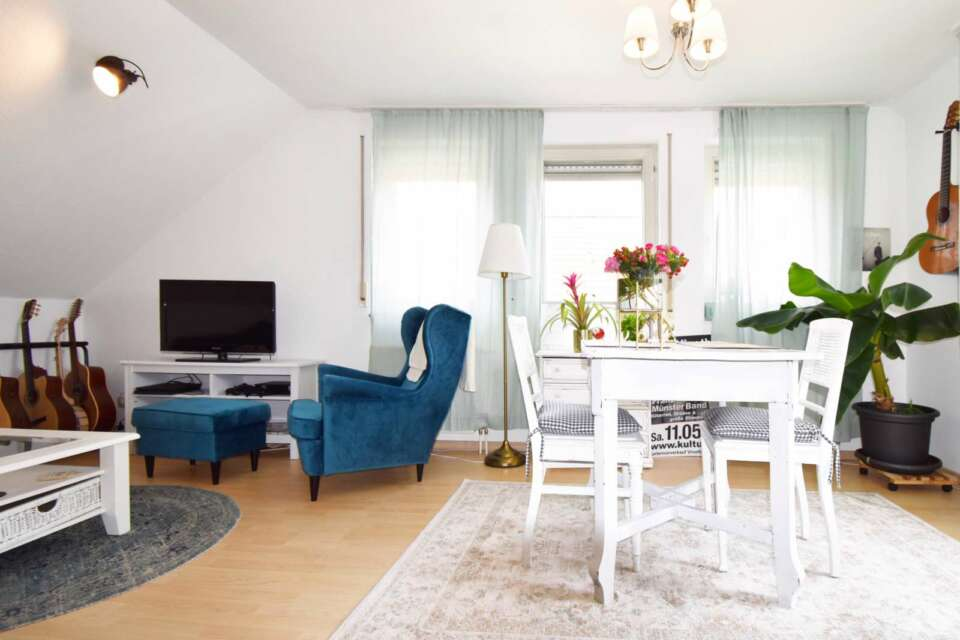 Helle Dachgeschosswohnung mit Balkon und TG-Stellplatz in Stuttgart – verkauft